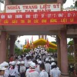 Trường Tiểu học Nam Đào tổ chức cho các thầy cô giáo và các em học sinh viếng nghĩa trang tri ân các anh hùng liệt sĩ nhân ngày Thương binh liệt sĩ 27/7